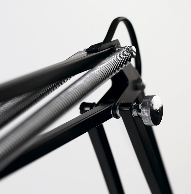 Идеальная конструкция Luxo L-1 для управления одной рукой