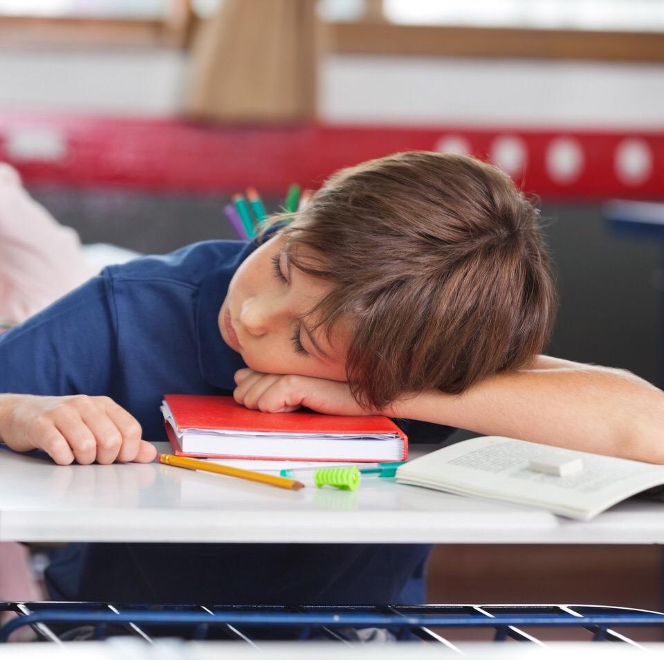 Свет помогает решить проблемы сна подростков